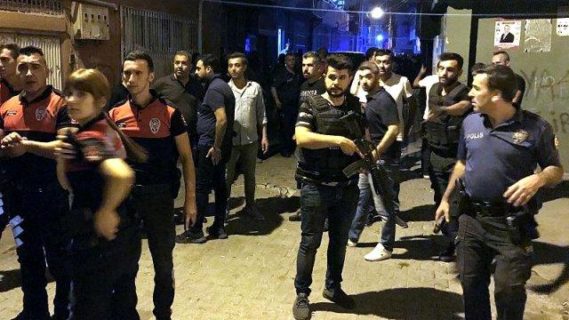 Adana'da çocuğa taciz iddiası: Mahalleli yabancıların işyerlerine saldırdı