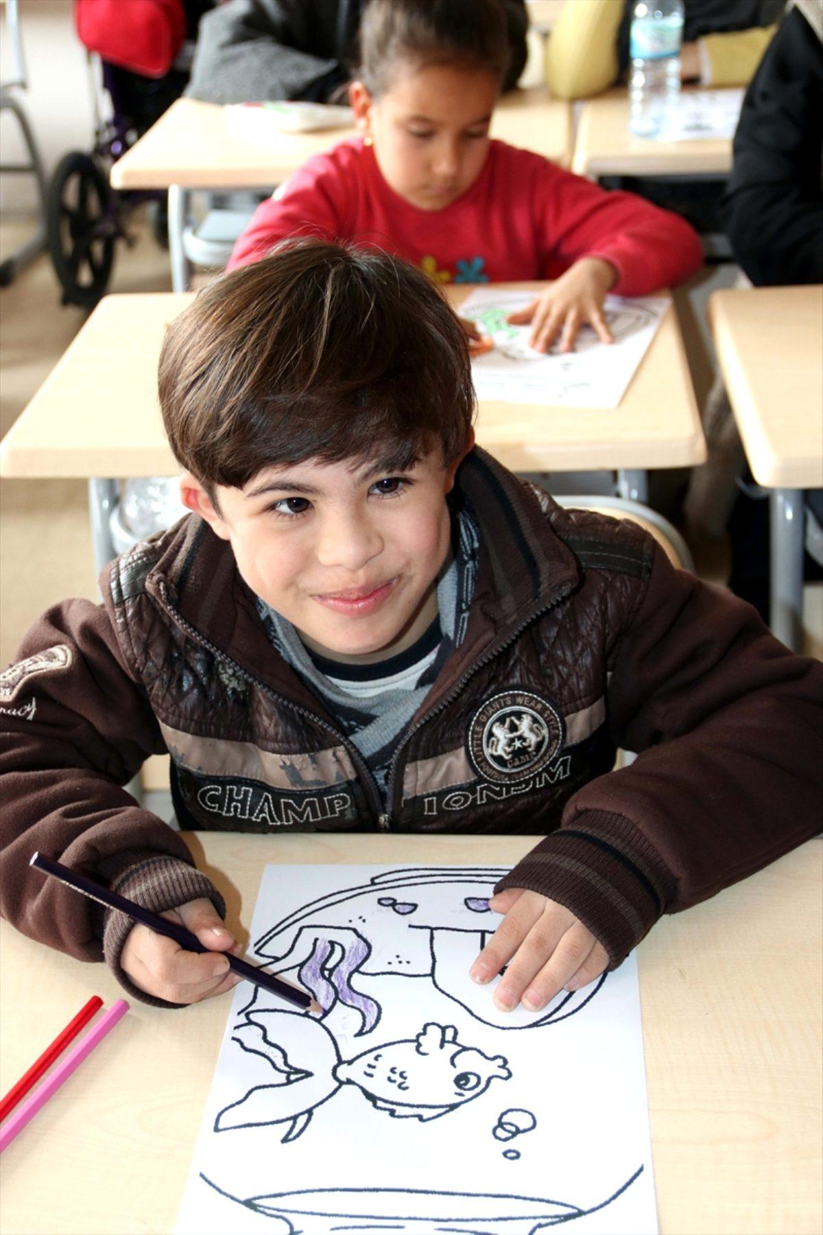 Engelli Suriyeliler bu merkezde hayata kazandırılıyor