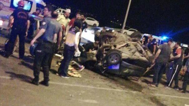 İki otomobil kafa kafaya çarpıştı! Yaralılar var...