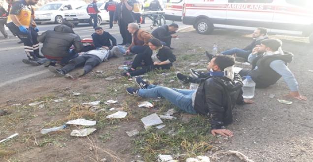 Urfa'da servis araçı kaza yaptı çok sayıda yaralı var